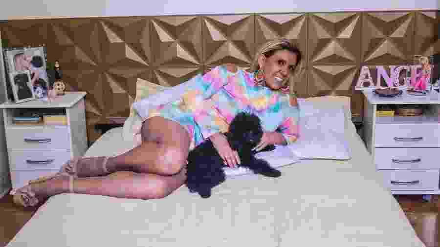 Rita Cadillac posa em sua casa reformada - Thiago Dura/CG Comunicação (divulgação)