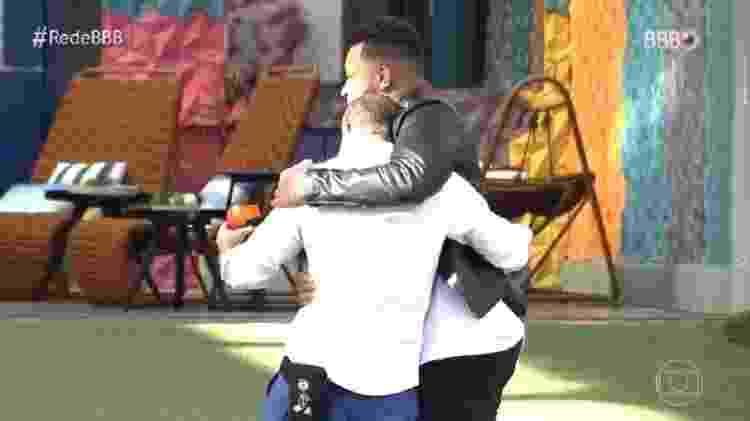 BBB 21: Abraço de Caio e Nego Di - Reprodução/TV Globo - Reprodução/TV Globo