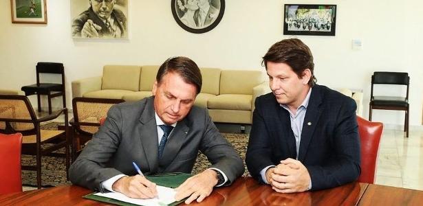 Incentivo cultural   Com Mario Frias, Bolsonaro assina decreto sobre Lei Rouanet