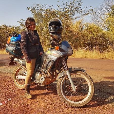 A assistente de direção Kimie Koike, 32, de São Paulo, ficou sete meses viajando de moto pela África entre 2017 e 2018 - Arquivo pessoal