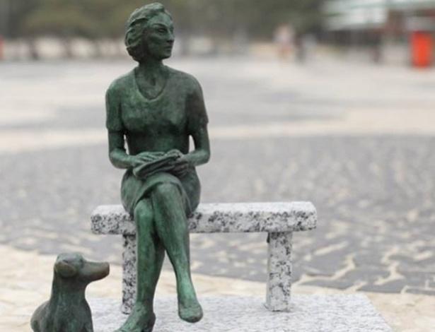 Maquete da futura escultura da escritora Clarice Lispector, que será inaugurada no Leme - Reprodução/Instagram
