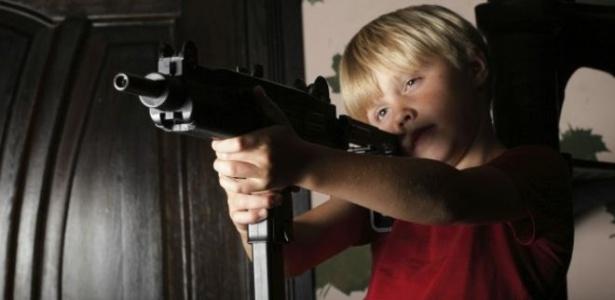 Pelo menos 100 crianças morrem por ano nos EUA vítimas de disparos acidentais - Thinkstock