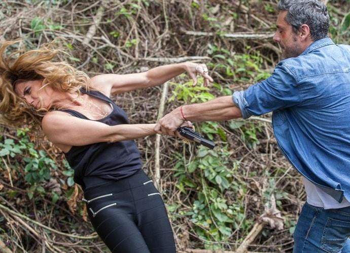 Romero dá um soco em Atena durante discussão em Paraty