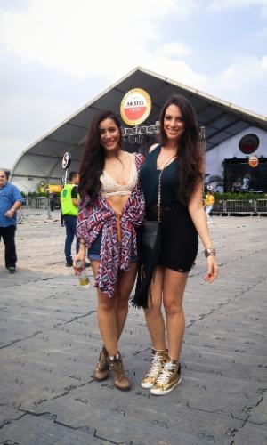 23.jan.2016 - As modelos Daiane Batista, 26, e Stéfanny D'sa, 26, escolheram um look ousado e sexy para aproveitar o CarnaUOL, que tem como atração principal Ivete Sangalo.