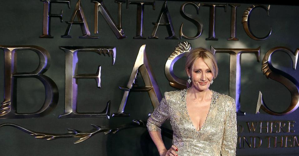 """15.nov.2016 - A escritora J.K. Rowling participa da pré-estreia de """"Animais Fantásticos e onde Habitam"""", em Londres"""
