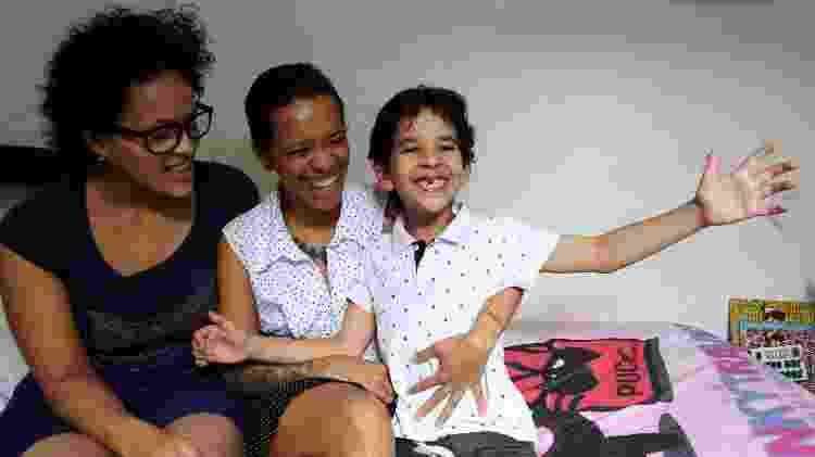 Veronica com seus filhos Claire, 17 anos, e Ian, 8 anos - Evelson de Freitas/UOL - Evelson de Freitas/UOL