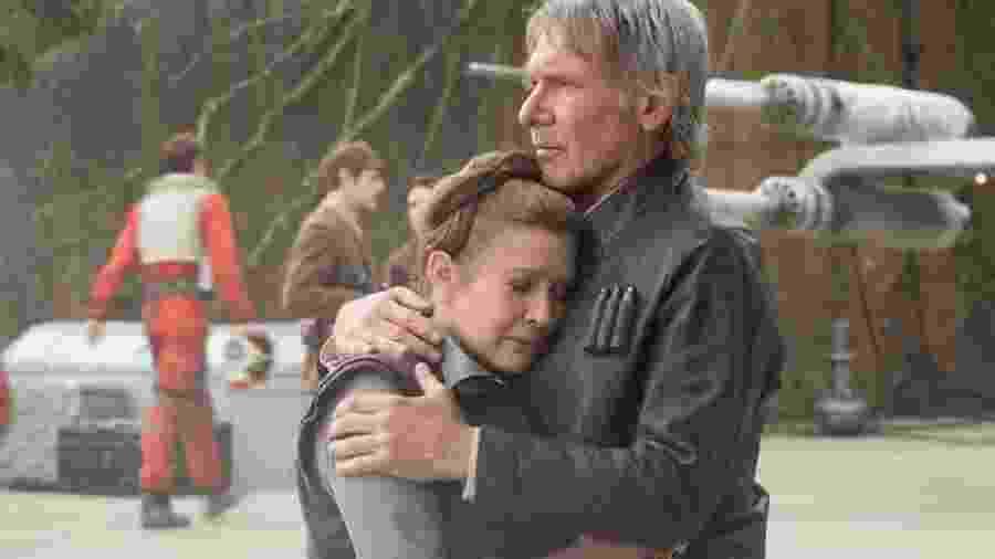 """Carrie Fisher e Harrison Ford em cena de """"Star Wars: O Despertar da Força"""" (2015) - Divulgação"""