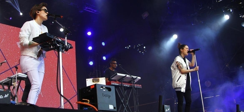 A dupla canadense Tegan and Sara se apresentou no palco Axe no primeiro dia do Lollapalooza, no Autódromo de Interlagos, em São Paulo  - Iwi Onodera/Brazil News