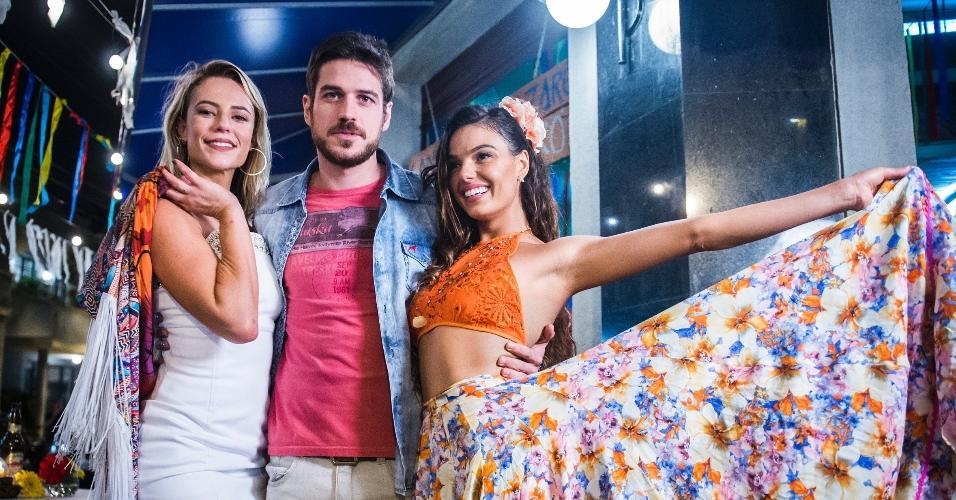 """Paolla Oliveira, Marco Pigossi e Isis Valverde se divertiram ao gravar a cena do duelo de carimbó em """" A Força do Querer"""""""