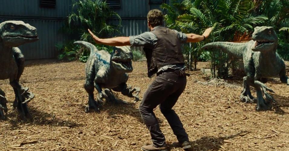 """Chris Pratt em cena de """"Jurassic World"""" (2015)"""