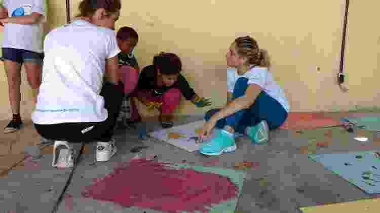 Fernanda em ação: projeto auxilia orfanatos, creches e hospitais - Divulgação - Divulgação