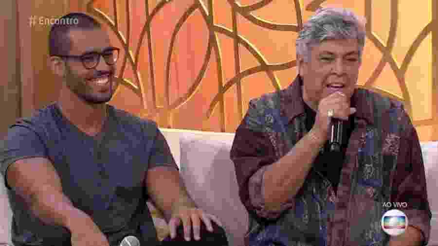 """Rodrigo West participa do """"Encontro"""" ao lado do pai, Sidney Magal - Reprodução/TV Globo"""