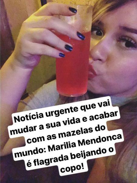 Marília Mendonça beija copo em foto do Instagram - Reprodução/Instagram