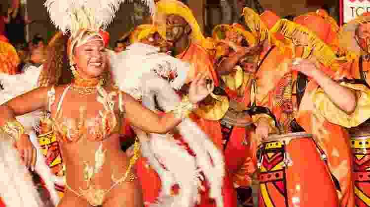 Carnaval no Uruguai passista sorri  - Leonardo Correa/Divulgação - Leonardo Correa/Divulgação