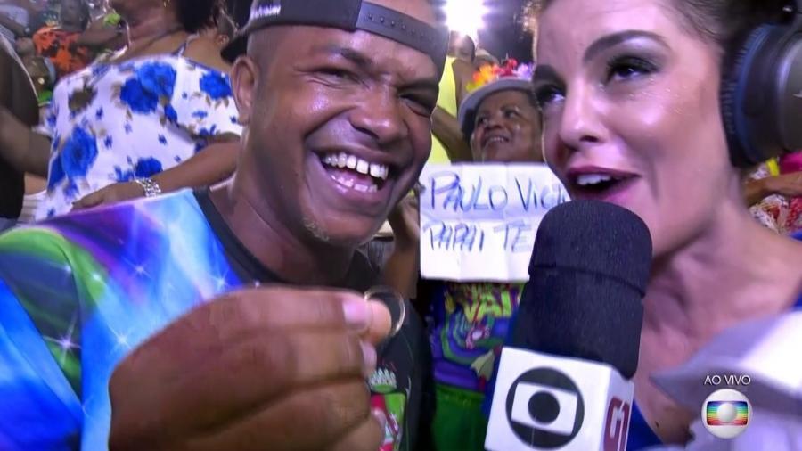 Folião pede Fátima Bernardes em casamento na Sapucaí - Reprodução/Globo