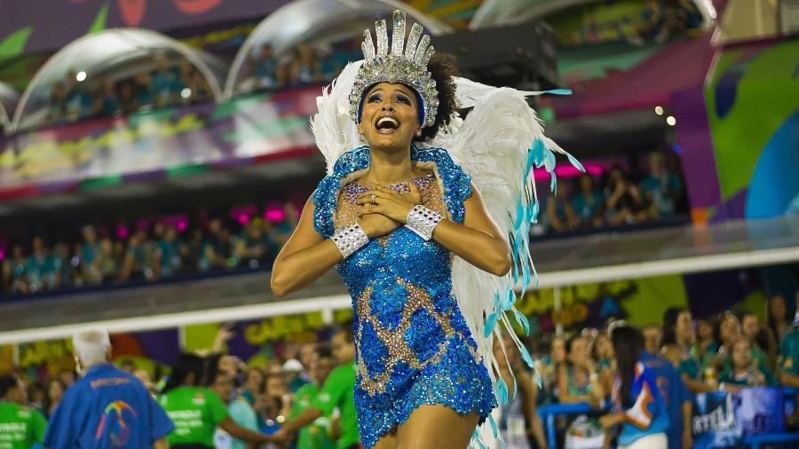 Sheron Menezes, que já foi rainha de bateria, no desfile da Portela na Sapucaí em 2018 - Bruna Prado/UOL