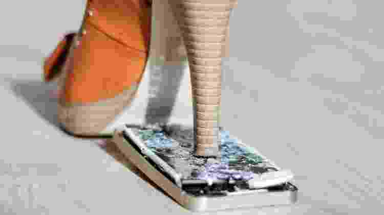 Quebrar celular - iStock - iStock