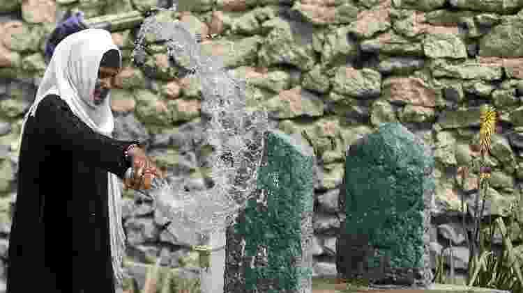 Na Cidades do Mortos, famíilias vivem ao lado de túmulos de pessoas desconhecidas  - REUTERS/Amr Abdallah Dalsh