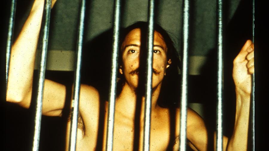 Voluntário que fez parte da experiência da prisão de Stanford, em 1971 - PrisonExp.org via The New York Times