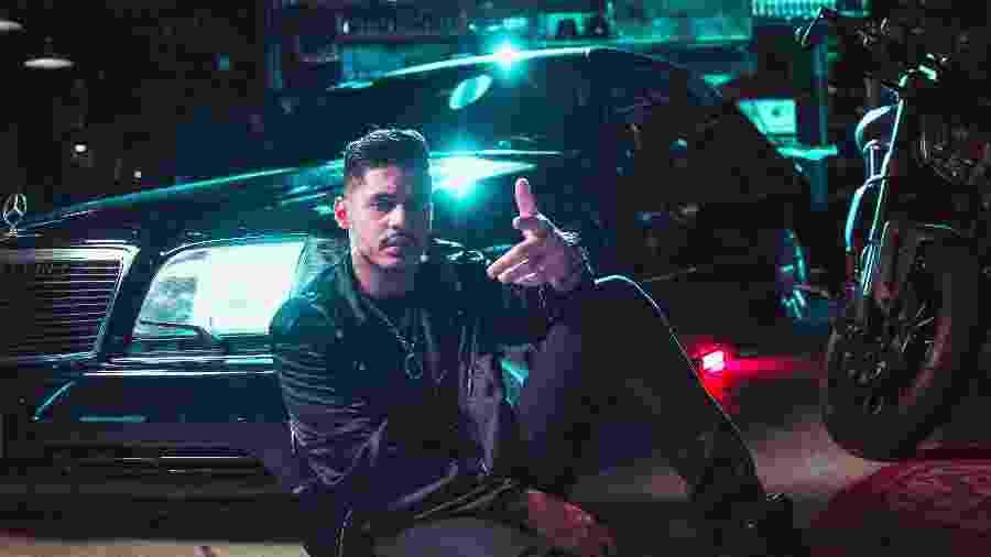 """O rapper Hungria Hip Hip no clipe """"Chovendo Inimigo"""" - Divulgação"""