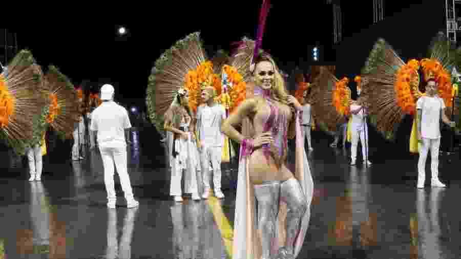 RenataSpalliccidiz estar preparada para o desfile - Thaiz Silva/MF Press Global