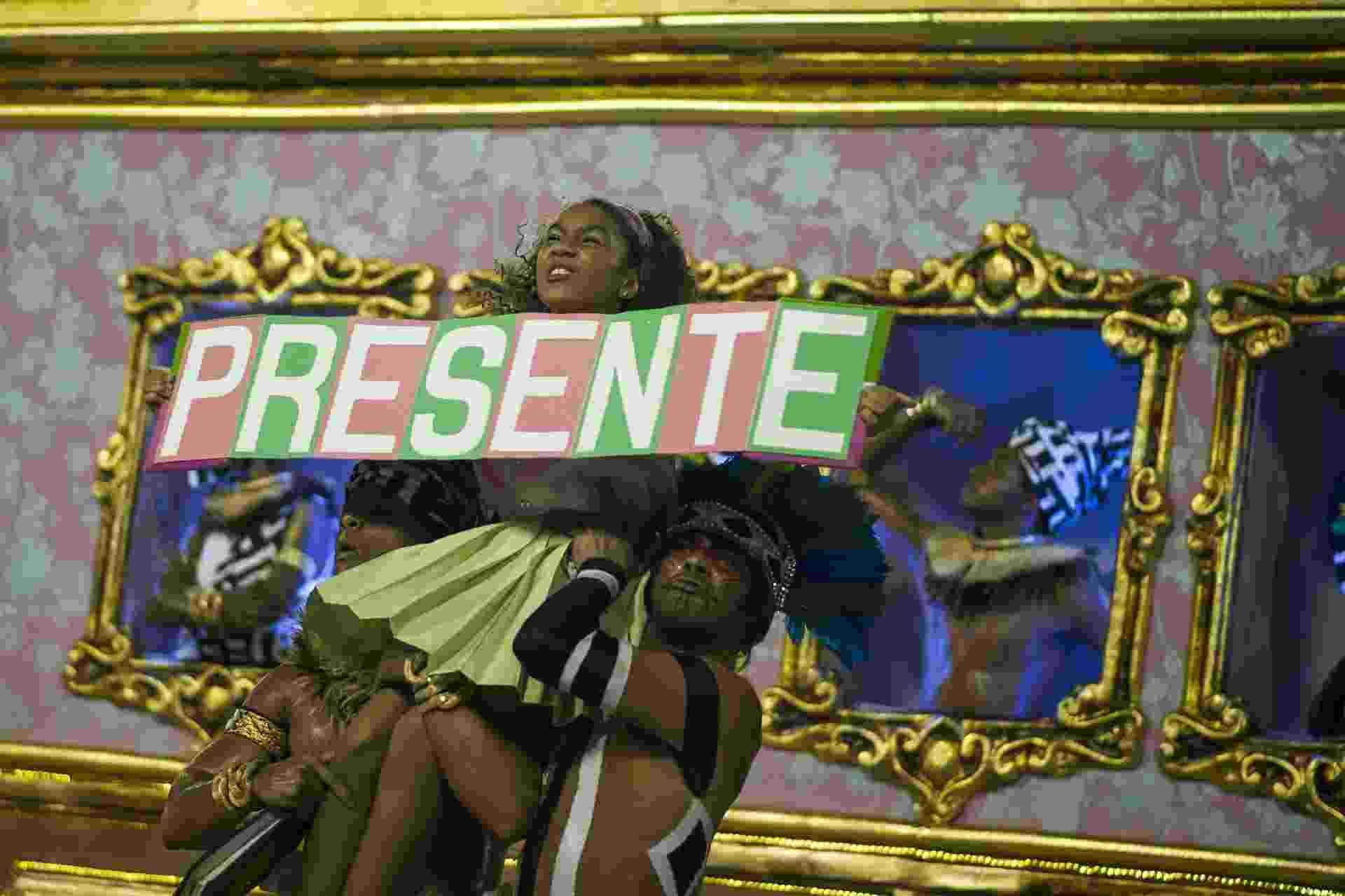 Marielle Franco é lembrada no Desfile das Campeões do Rio, na Sapucaí - Bruna Prado/UOL