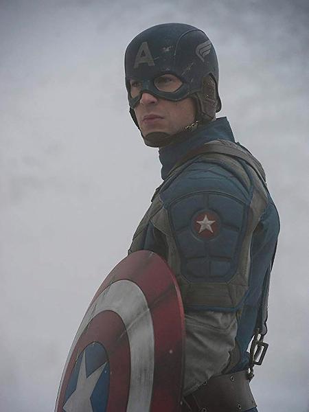 """Chris Evans em cena de """"Capitão América: O Primeiro Vingador"""" - Divulgação"""