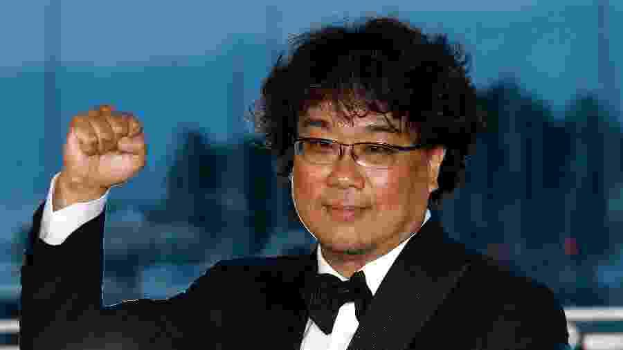 Bong Joon-Ho posa com a Palma de Ouro em Cannes - John Phillips/Getty Image