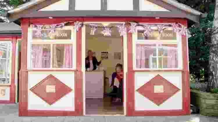 A casa de chá da 'rua sensorial': cada vez mais lares de idosos têm dado atenção às 'necessidades psicológicas' dos residentes, diz a pesquisadora Sarah Smith - BBC