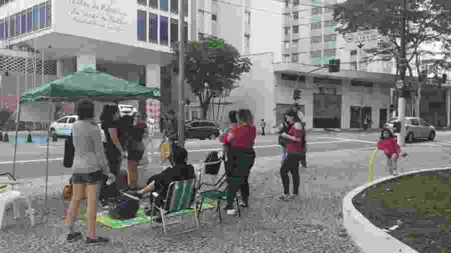 Após reportagem de Universa, grupo se organizou pelo Twitter para fazer protesto a fazer do aborto legal em frente ao hospital Pérola Byington - Reprodução/Twtter
