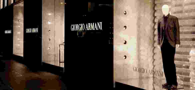 Todas as fábricas da Armani na Itália começarão a produzir macacões médicos descartáveis - Getty Images