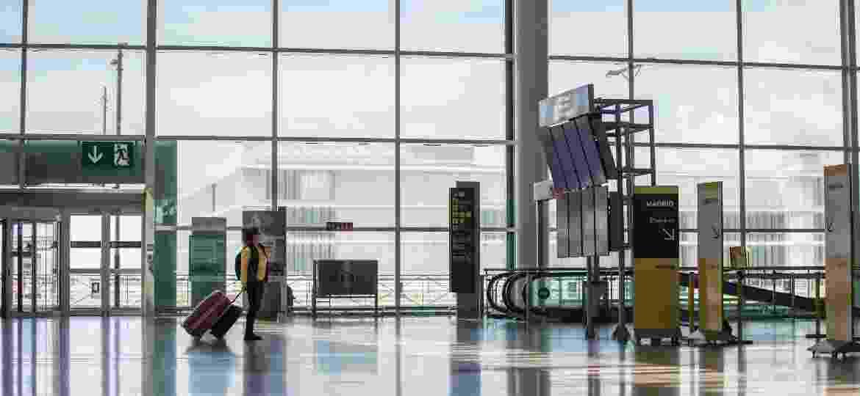 Reflexo da pandemia: aeroporto de Barcelona praticamente vazio - Getty Images