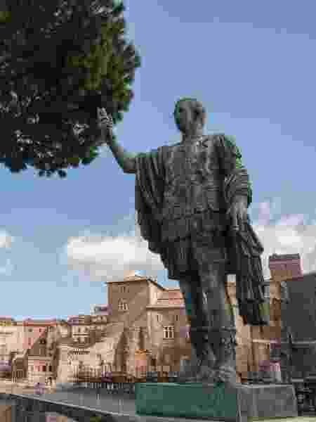 Estátua de bronze de César, em Roma - Ray Wise/Getty Images - Ray Wise/Getty Images