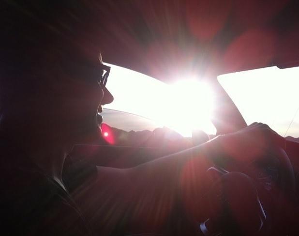 """13.jul.2015 - Lea Michele prestou uma homenagem em seu Instagram pelos dois da morte de Cory Monteith, completados nesta segunda-feira. """"Sei que você iria querer todos nós rindo e felizes hoje. Então pensamos em você e lembramos as risadas e alegrias que partilhamos juntos. Levo você sempre no meu coração. Te amo e sinto sua falta"""", disse"""