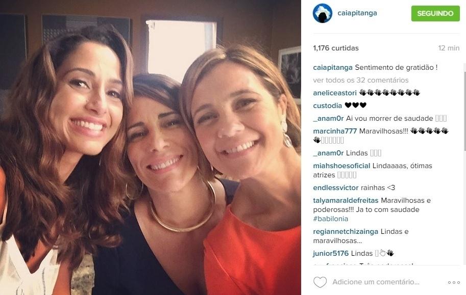 28.ago.2015 - Camila Pitanga faz selfie com Gloria Pires e Adriana Esteves e posta a foto antes de ir ao ar o último capítulo de