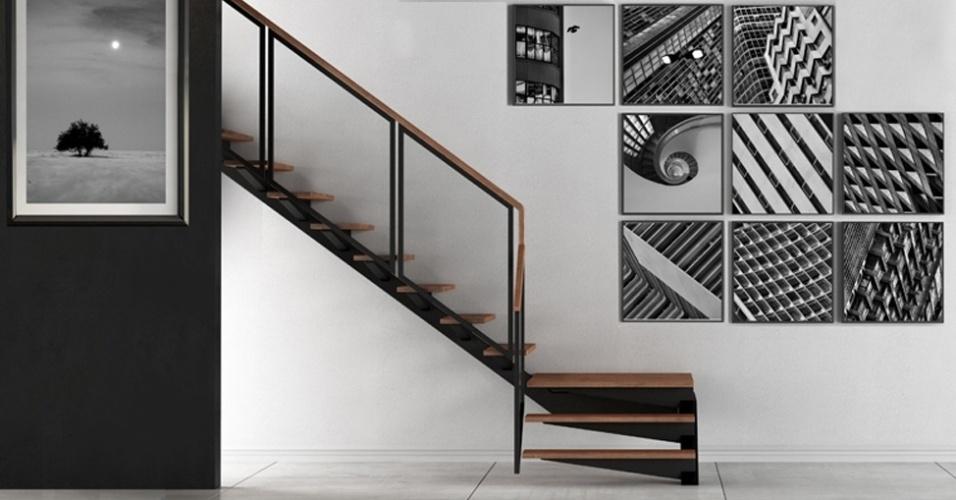 Nesta escadaria, a decoração trabalhou com o contraste que se alinha e ressalta as fotos P&B. A dica da Galeria Mirafoto é, em casos como este, distribuir os quadros em uma linha diagonal, seguindo a altura do observador que sobe ou desce a escada