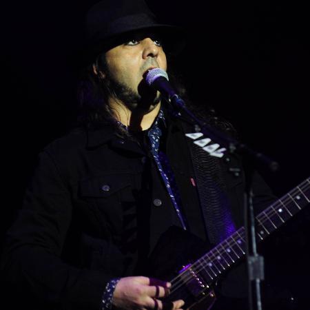 25.set.2015 - O guitarrista Daron Malakian da banda de metal americana System of a Down durante show que fez na Arena Anhembi, em São Paulo - Junior Lago/UOL