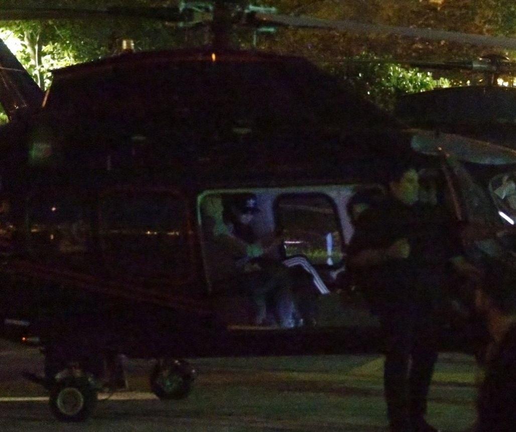 27.set.2015 - Discreta, Katy Perry embarca em helicóptero na Lagoa para ir à Cidade do Rock. Ela encerra o último dia de shows do Rock in Rio 2015
