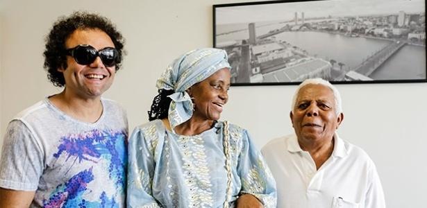 Representantes dos homenageados Clube Pão Duro, Maestro Forró e o Maracatu Porto Rico