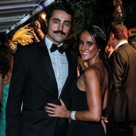 Ricardo Pereira com a mulher Francisca no Baile do Copa - Marcello Sá Barretto/AgNews