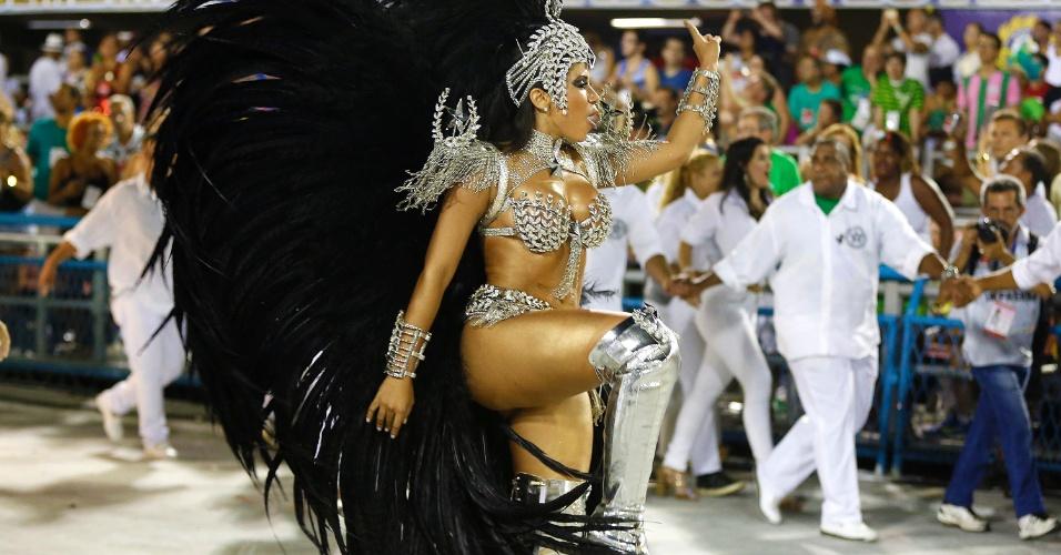 8.fev.2016 - Anitta durante o desfile da Mocidade Independente de Padre Miguel