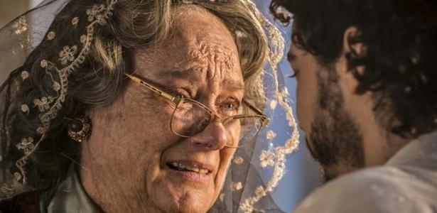 Encarnação (Selma Egrei) fica emocionada ao reencontrar Martim (Lee Taylor) em Velho Chico - Reprodução/Gshow