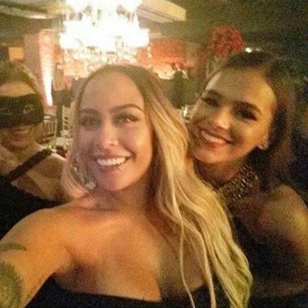 Bruna Marquezine posa com Rafaella, irmã de Neymar, e mais duas amigas   - Reprodução/Instagram
