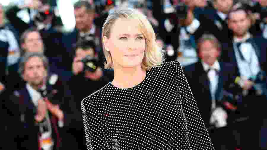 """A atriz Robin Wright posa para fotos em Cannes onde apresenta seu primeiro curta-metragem """"The Dark of Night"""" - VALERY HACHE/AFP"""