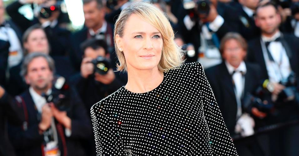 """A atriz Robin Wright posa para fotos em Cannes onde apresenta seu primeiro curta-metragem """"The Dark of Night"""""""