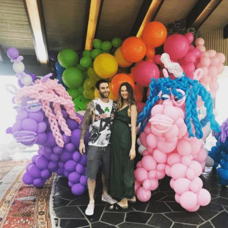 Adam Levine e Behati Prinsloo no primeiro aniversário de Dusty Rose - Reprodução/Instagram