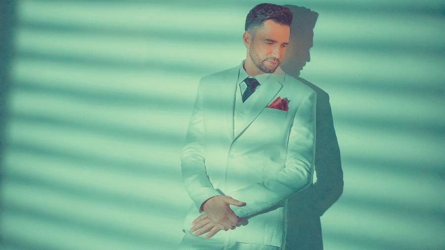 """Latino: """"[Foto] Inédita do ensaio para meu CD """"#SoyLatino"""". Curtiram?"""" - Bruno Fioravanti/Divulgação"""