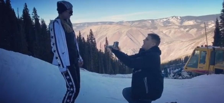 Paris Hilton é pedida em casamento ator Chris Zylka, durante viagem romântica a Aspen, nos Estados Unidos - Reprodução/Instagram
