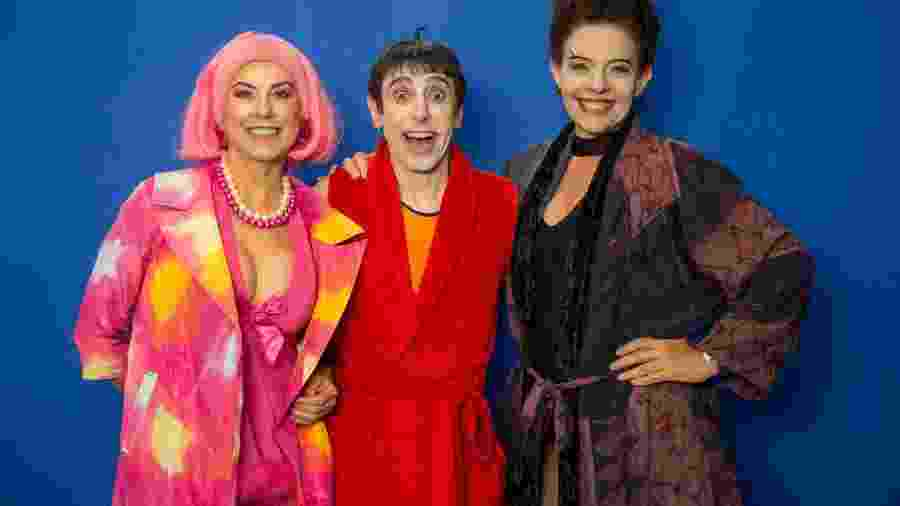 """Angela Dip (Penélope), Cassio Scapin (Nino) e Rosi Campos (Morgana) revivem """"Castelo Rá-Tim-Bum"""" para o """"Tá no Ar"""" - Marilia Cabral/TV Globo"""