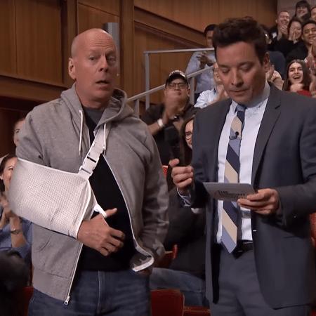 Bruce Willis faz cara de surpreso no programa de Jimmy Fallon - Reprodução/Youtube